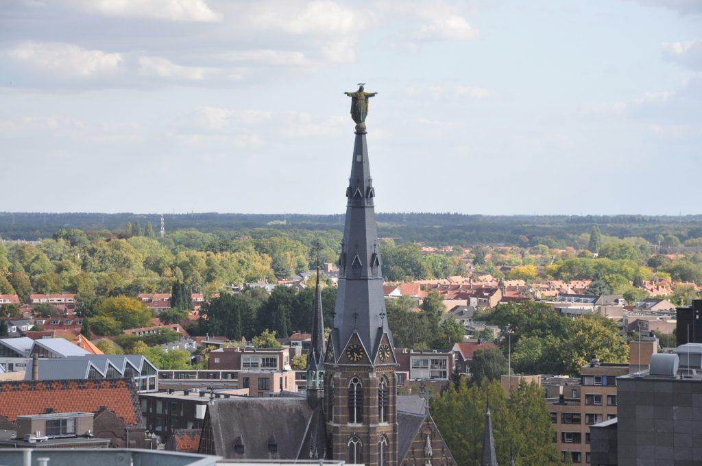 Statua na kościele Augustynów w Eindhoven
